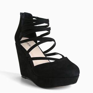 Torrid || Black Strappy Closed Toe Platform Shoe